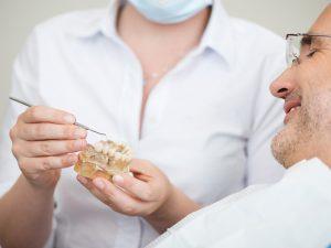 ¿Cuánto cuestan los implantes dentales?