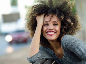 Estética de las encías: Tratamiento de la sonrisa gingival y encías retraídas